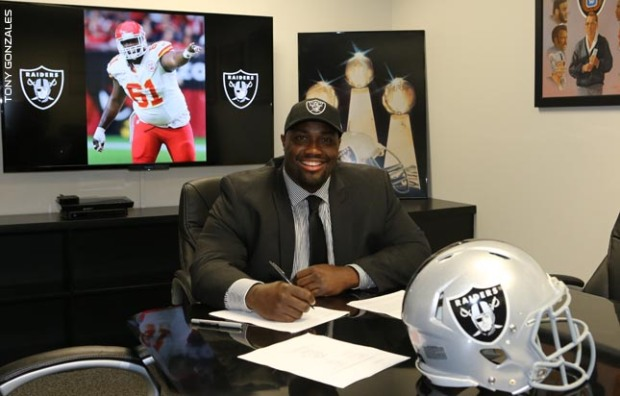 2015-03-11_Raiders_Rodney_Hudson_contract