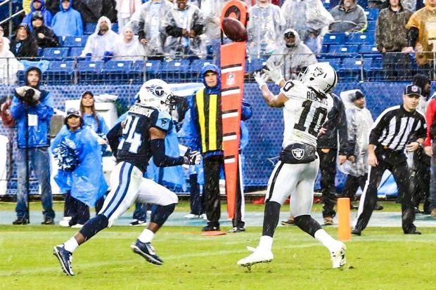 2015_w12_Raiders-Titans_Seth_Roberts_TD2