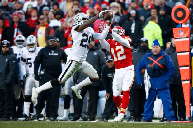 2015_w17_Raiders-Chiefs_David_Amerson_INT
