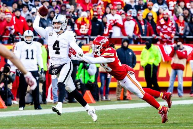 2015_w17_Raiders-Chiefs_Derek_Carr-Ron_Parker