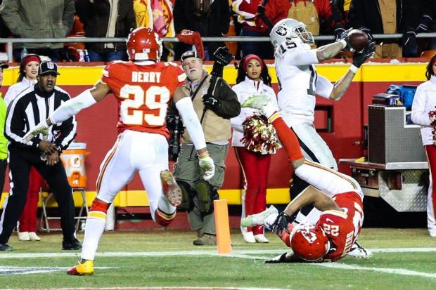 2015_w17_Raiders-Chiefs_Michael_Crabtree_TD