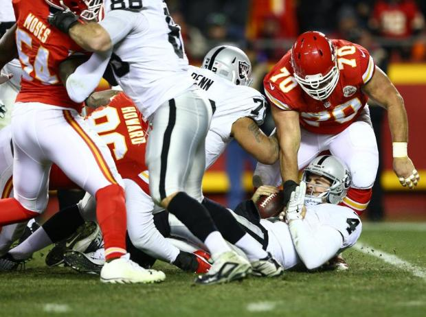 2015_w17_Raiders-Chiefs_Mike_DeVito-Derek_Carr