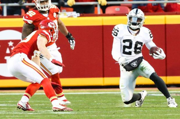 2015_w17_Raiders-Chiefs_Roy_Helu_Jr