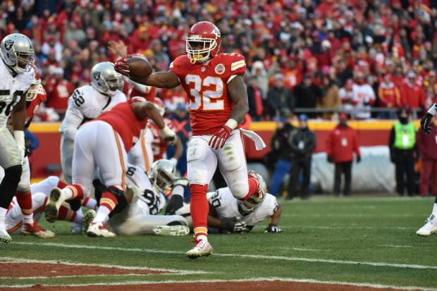 2015_w17_Raiders-Chiefs_Spencer_Ware_TD